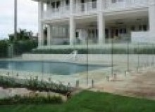 Kwikfynd Frameless glass rockingham