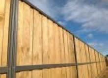 Kwikfynd Lap and Cap Timber Fencing rockingham